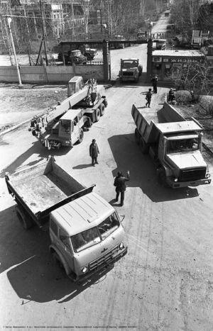 . Автозавод по ремонту строительной техники БАМу - фот. Э. Д. Брюханенко. - 1978.