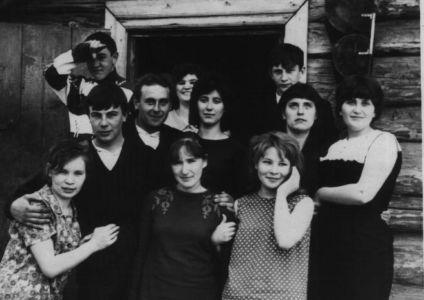 1 мая 1969 г. Во дворе дома Селезневых.-2