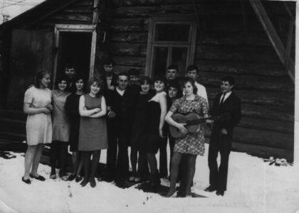 1 мая 1969 г. Во дворе дома Селезневых.