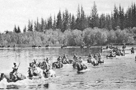Чехословацкий отряд переправляется через р.Пойму, лето 1919 г.
