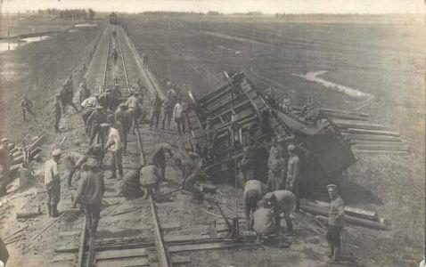 Результат диверсии партизан на железной дороге. Ремонт путей