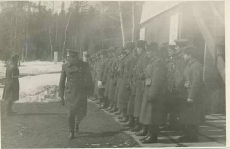 Командир полка подполковник Симонов Г.Г. проводит стрельбы