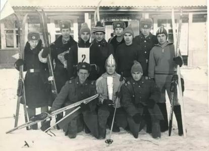 Лыжники 6 роты (Тайшет) и их группа поддержки
