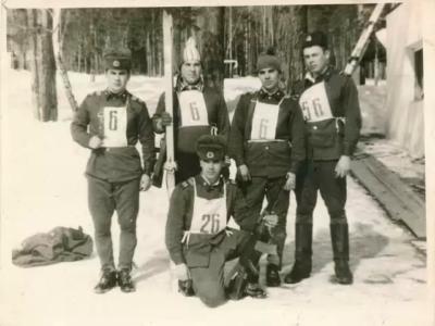 Непобедимая лыжная команда 6 роты (Тайшет): три брата сержанты Галиулины, рядовой Галиулин и командир роты ст. л-т Нестеров.