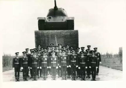 Офицеры в/ч 6619 на площади г. Тайшета