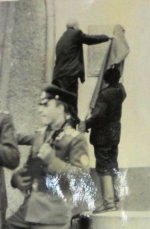 Почетный караул воинской части на открытии мемориальной доски на здании вокзала в Тайшете (?)