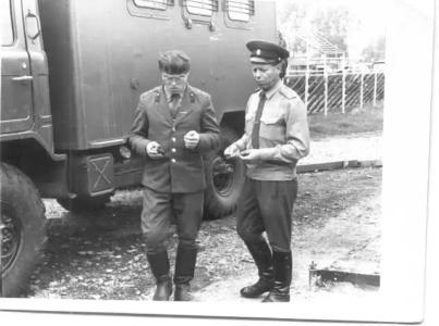 Старший прапорщик Жуков и начальник мастерской Белов Н.