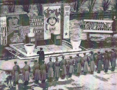 Воинская часть 1979 г. Элементы оформления военного городка ул Кирова , напротив мелькомбината