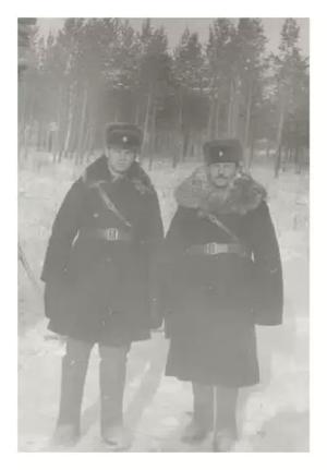 Фотография на память , стрельбище 2-го батальона П Вихаревка Фото 1985 года.