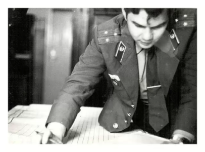 Подсчёт результатов сдачи итоговой проверки 1-м батальоном г. Зима фото 1984 года.