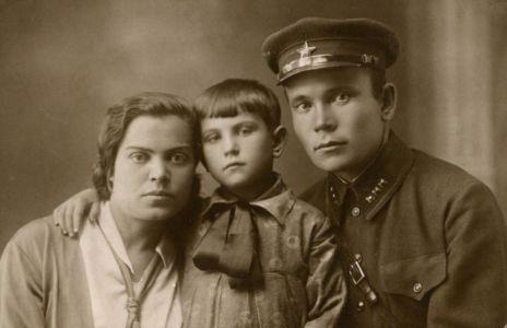 11 Вера Бич (Попова) с мужем и дочерью Маргаритой