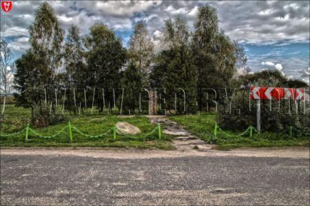 20 памятник И.А.Бичу на его родине на деревенском кладбище в д.Есьмановцы в Белоруссии ,под бюстом только даты 1881-1919