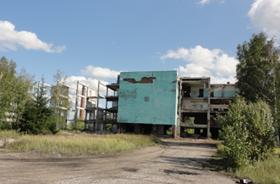 Административно-бытовой корпус, сентябрь 2019 г., иллюстрации крушения прожектов социального развития комбината.